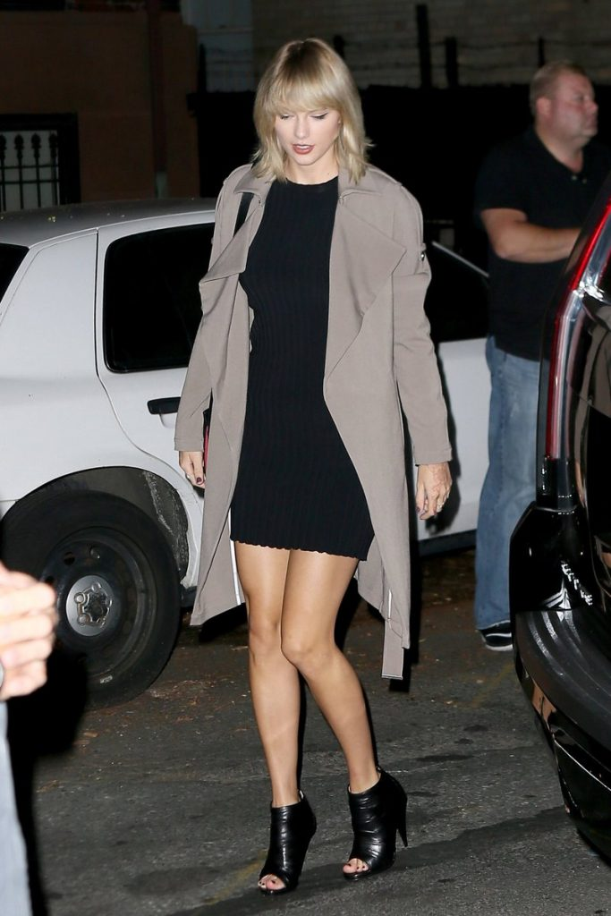 taylor-swift-in-leaving-the-waverly-inn-in-new-york