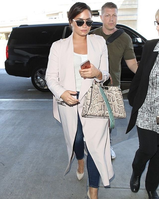 demi-lovato-arriving-at-in-house-of-cb-at-lax-airport