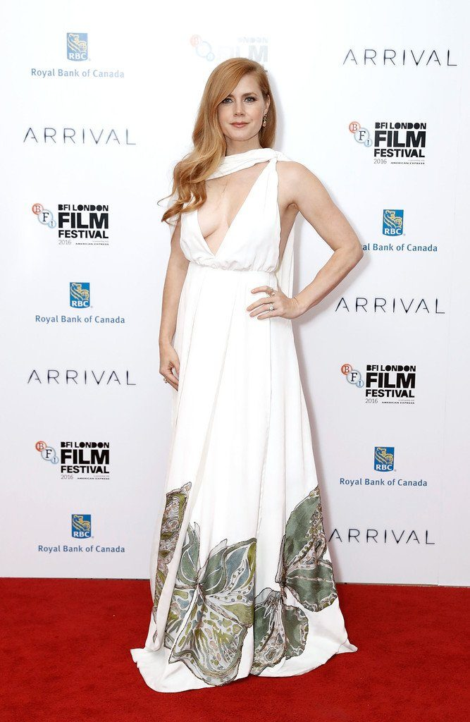 amy-adams-in-valentino-at-bfi-london-film-festival-arrival-premiere