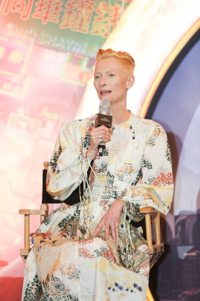 tilda-swinton-in-loewe-at-doctor-strange-press-conference-in-shanghai-china