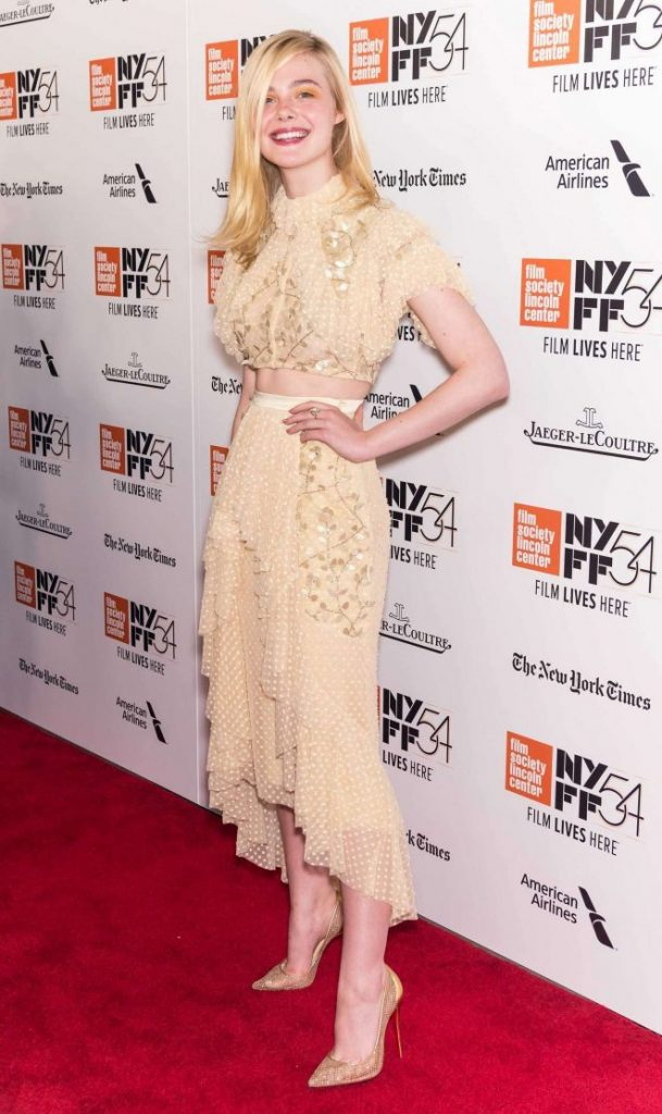 elle-fanning-20th-century-women-premiere-at-54th-nyff-04-662x1114