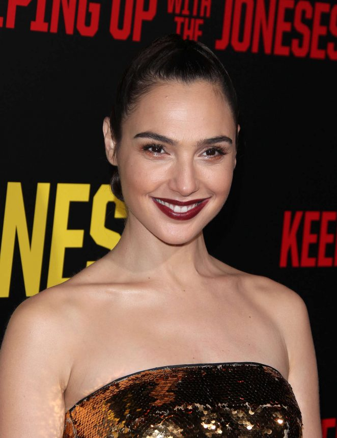gal-gadot-keeping-up-with-the-joneses-la-premiere-16-662x860
