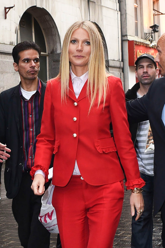 gwyneth-paltrow-china-exchange-london-red-carpet-fashion-gucci-tom-lorenzo-site-2