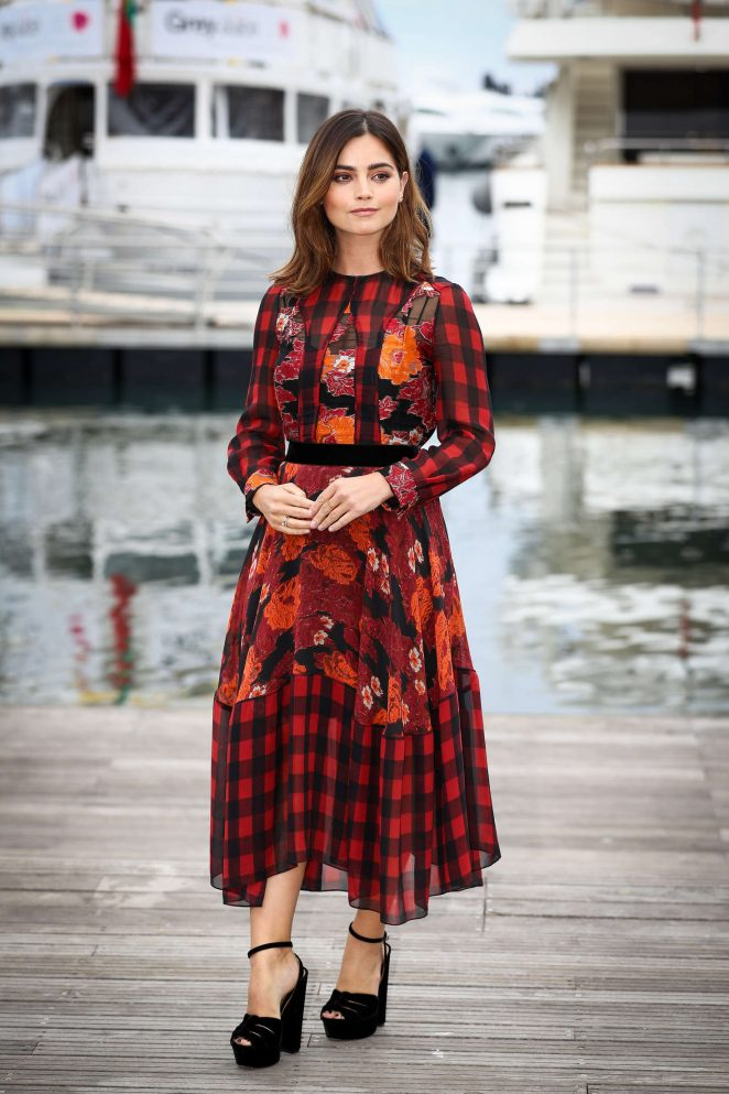 jenna-louise-coleman-victoria-photocall-06-662x993
