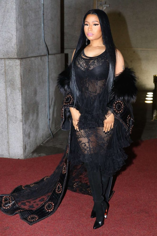 nicki-minaj-2016-fashion-group-international-night-of-stars-gala-03-662x993