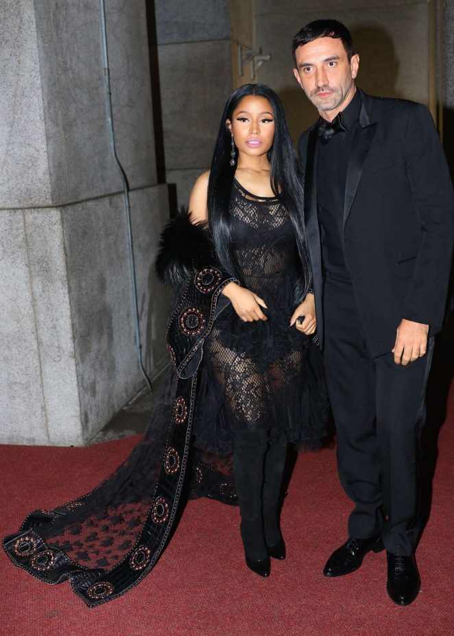nicki-minaj-2016-fashion-group-international-night-of-stars-gala-12-662x927