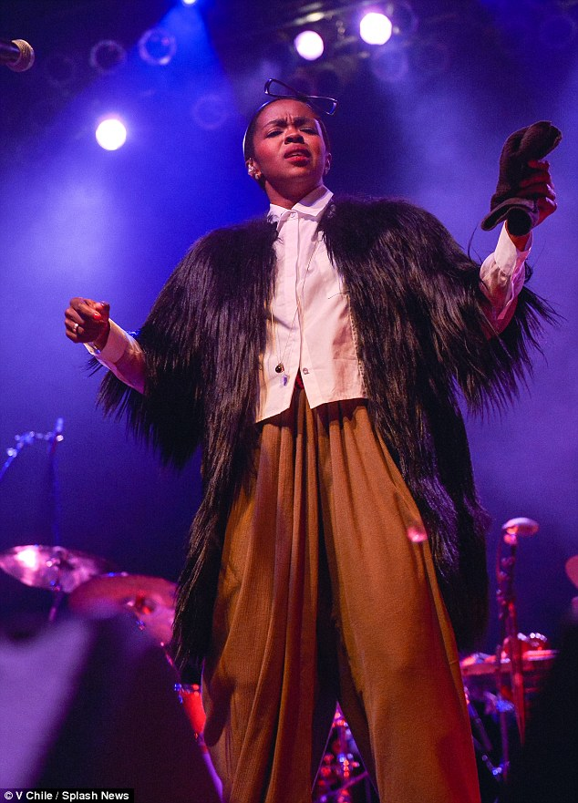 lauryn-hill-fashionstyle