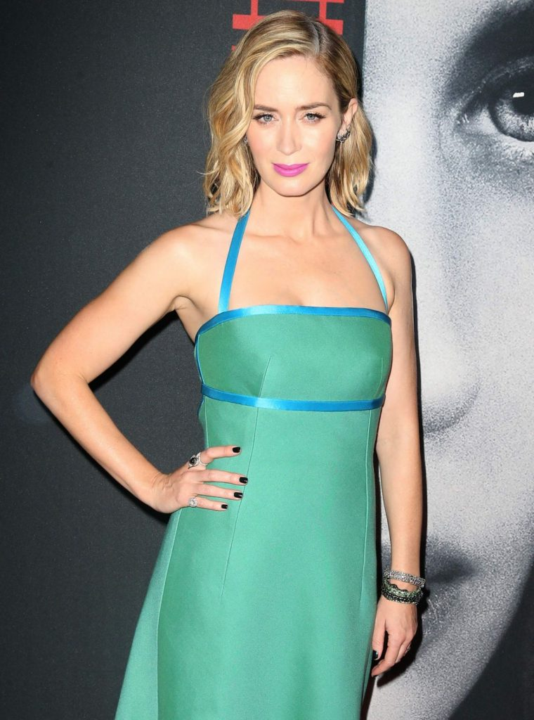 emily-blunt-attends-the-girl-on-the-train-new-york-premiere_7