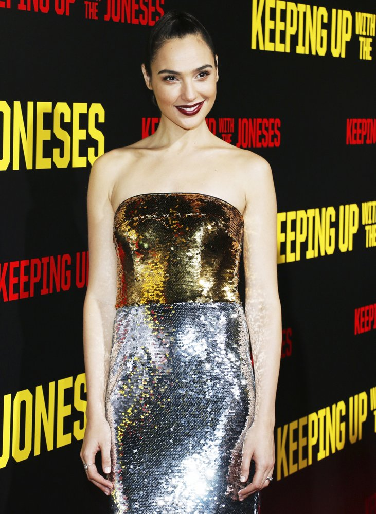 gal-gadot-premiere-keeping-up-with-the-joneses-01