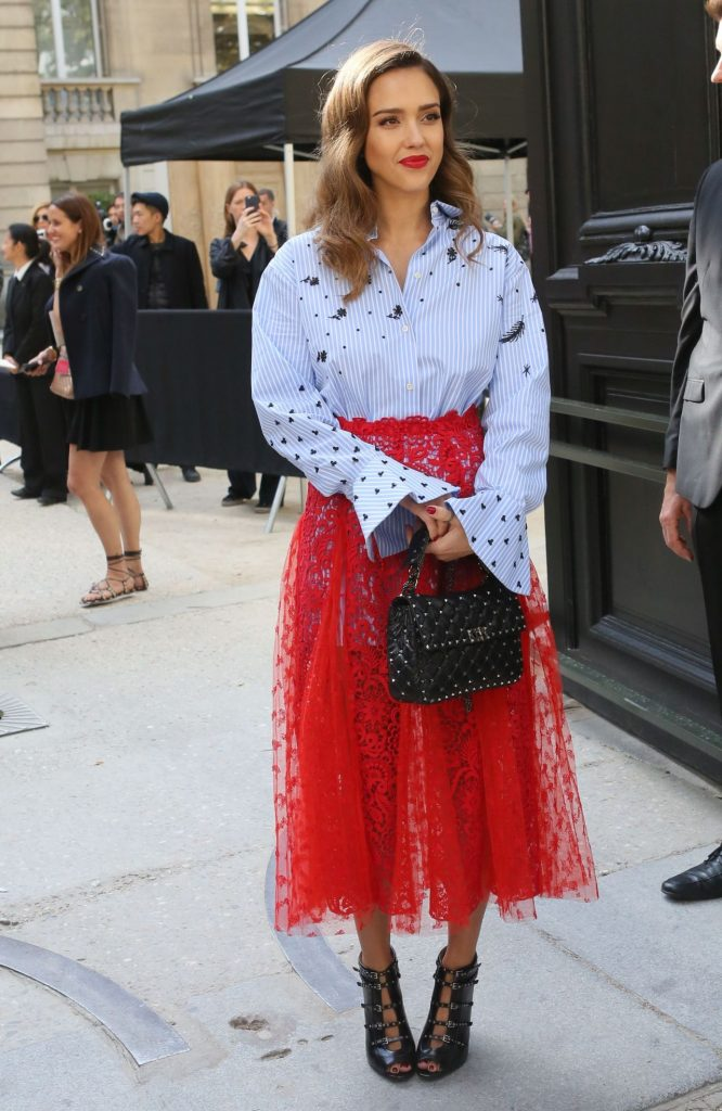 jessica-alba-arrives-at-the-valentino-show-paris-fashion-week-10-2-2016-4