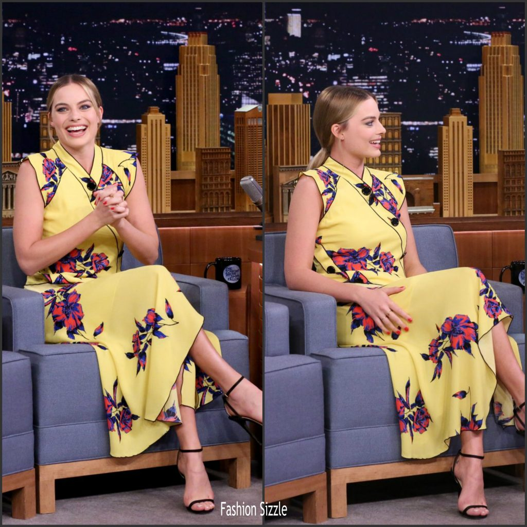 margot-robbie-in-proenza-schouler-at-the-tonight-show-starring-jimmy-fallon-1024×1024