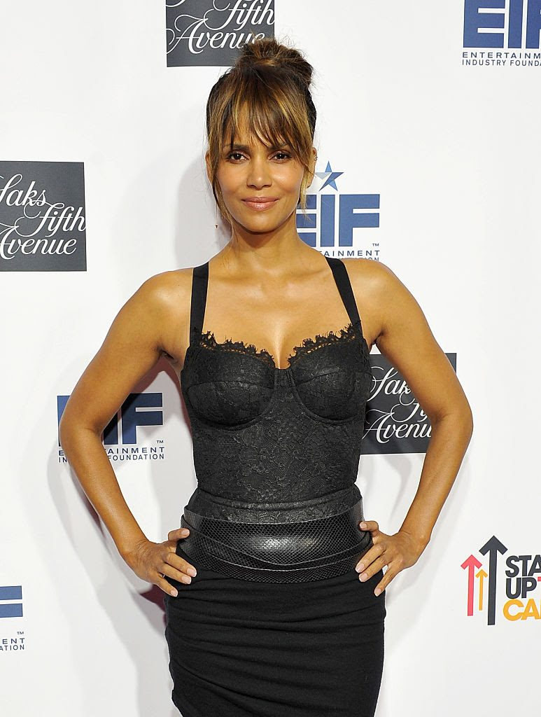 halle-berry-in-maria-lucia-hohan-at-saks-fifth-avenue-celebrates-key-to-the-cure