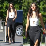 victoria-justice-arriving-at-the-extra-studios-in-studio-city