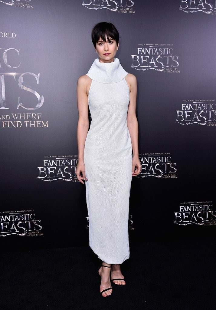 katherine-waterston-in-ulyana-sergeenko-at-fantastic-beasts-new-york-premiere