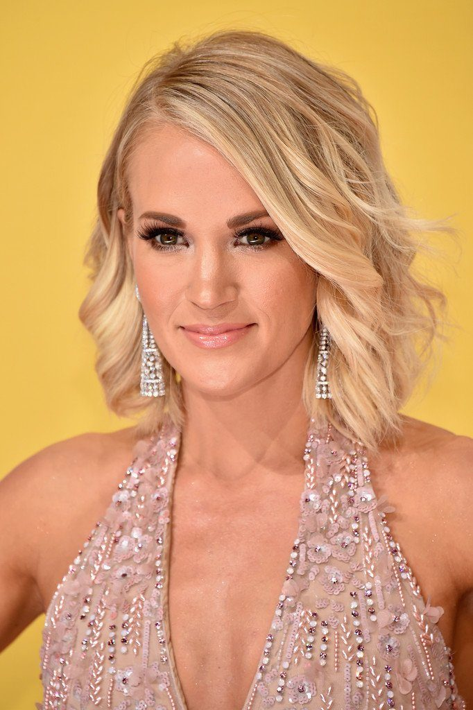 carrie-underwood-in-michael-cinco-at-the-50th-cma-awards