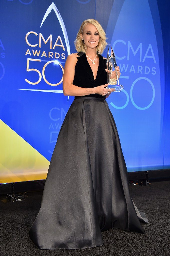 carrie-underwood-in-mac-duggal-at-the-50th-cma-awards