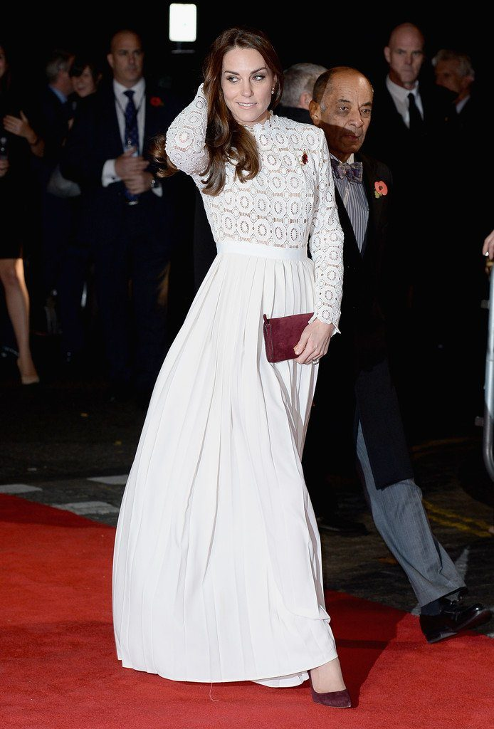 catherine-duchess-of-cambridge-in-self-portrait-at-a-street-catnamed-bob-london-premiere