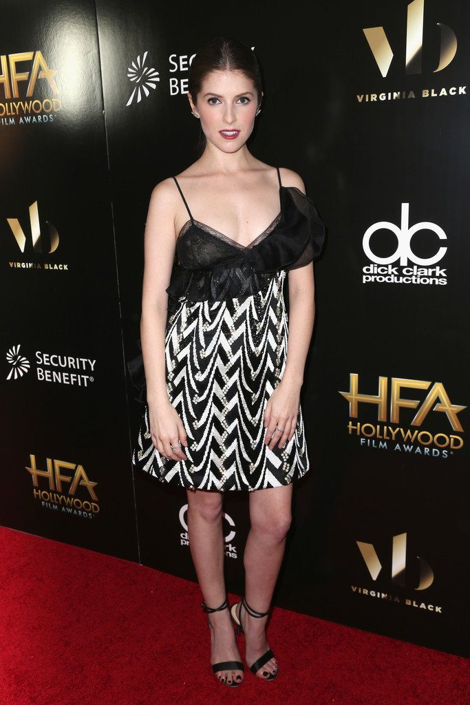 anna-kendrick-in-giambattista-valli-at-hollywood-film-awards