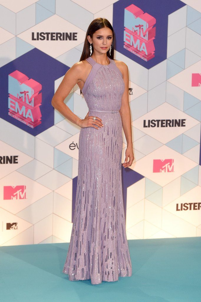nina-dobrevn-in-elie-saab-at-the-2016-mtv-europe-music-awards