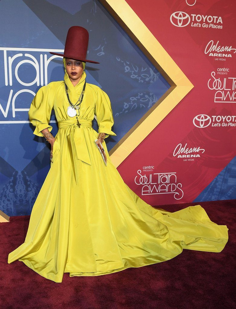 erykah-badu-in-ralph-russo-at-2016-soul-train-awards