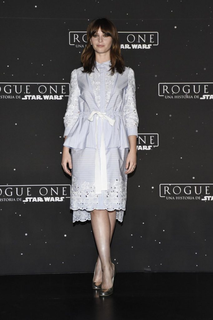 felicity-jones-in-erdem-rogue-one-a-star-wars-story-mexico-photocall