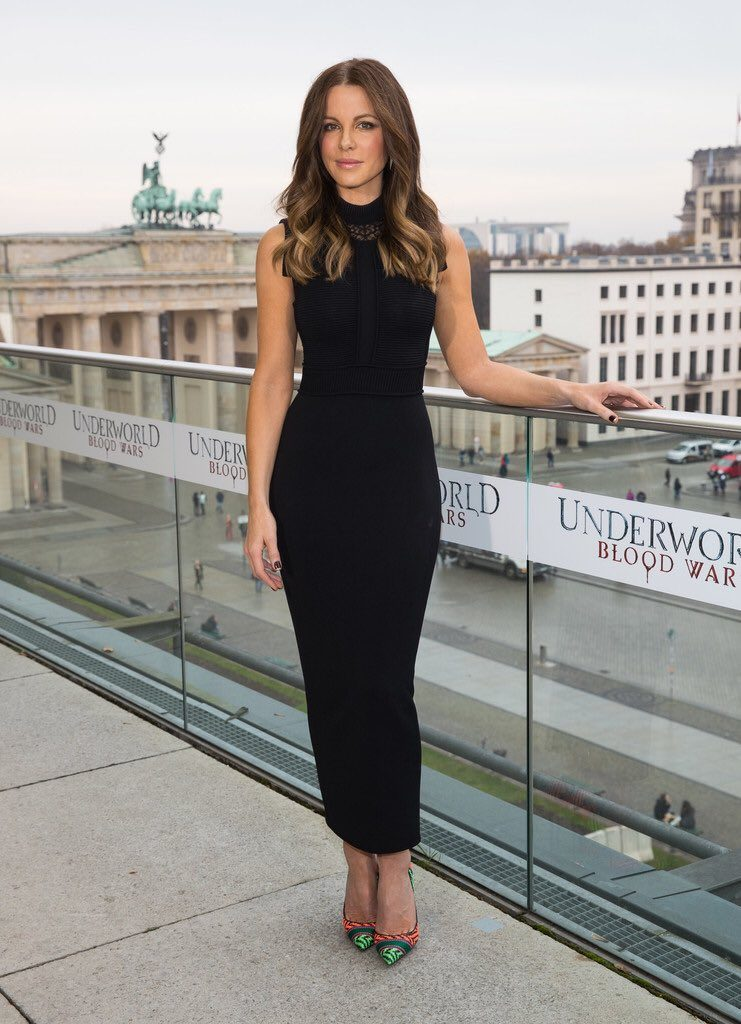 kate-beckinsale-in-elie-saab-at-underworld-blood-wars-berlin-photocall