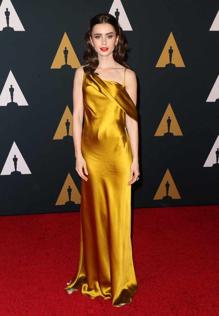 lily-collins-in-amanda-wakeley-at-the-2016-governors-awards