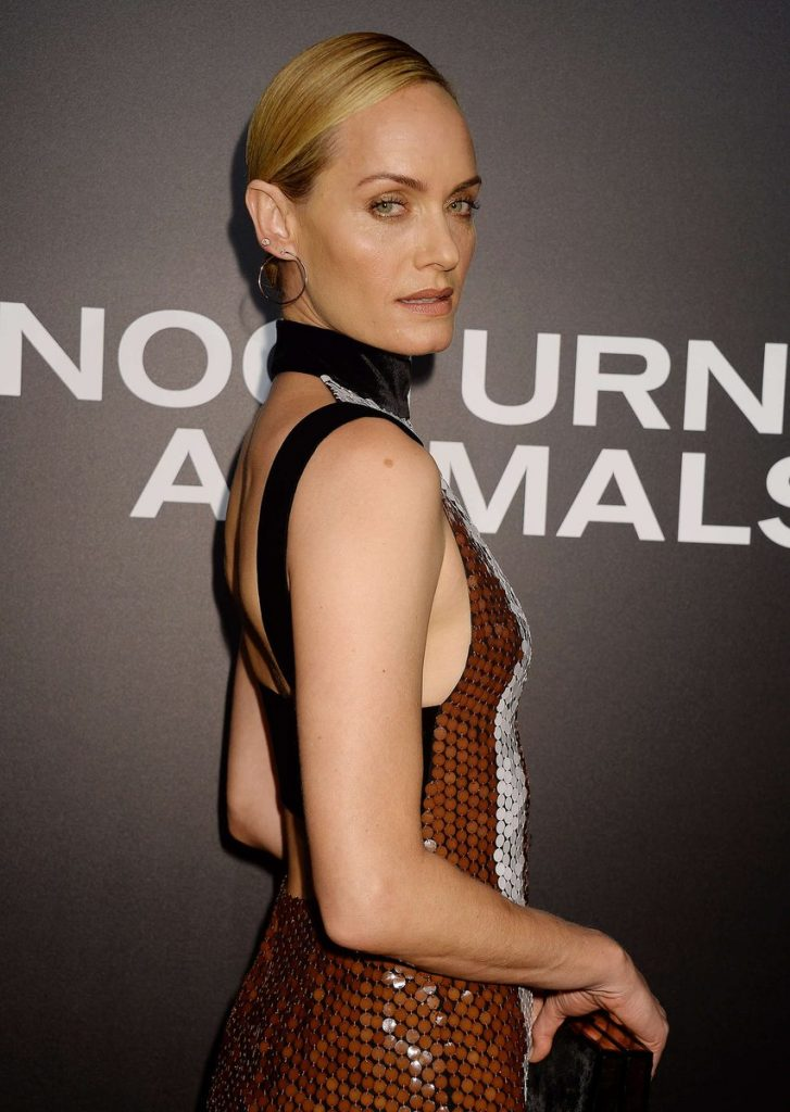 amber-valletta-in-tom-ford-at-the-nocturnal-animals-la-premiere