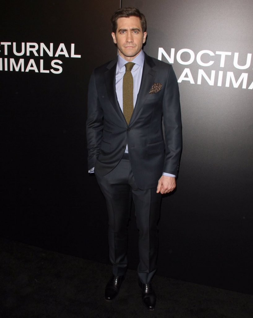 jake-gyllenhaal-in-tomford-at-nocturnal-animals-la-premiere
