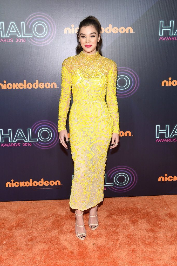 hailee-steinfeld-in-j-mendel-at-the-2016-halo-awards