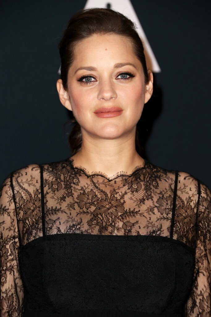 marion-cotillard-in-christian-dior-at-the-nocturnal-animals-la-premiere