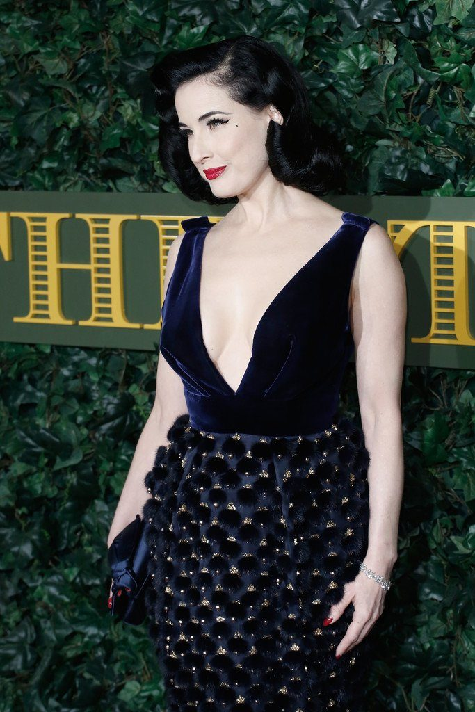 dita-von-teese-in-ralph-and-russo-at-2016-london-evening-standard-theatre-awards