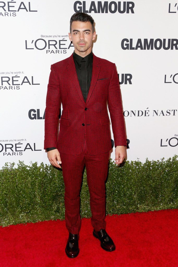 joe-jonas-in-dior-homme-at-glamour-women-of-the-year-2016