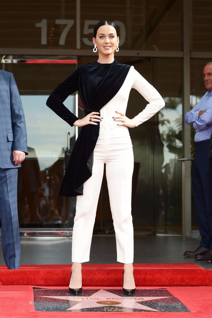 katy-perry-in-vika-gazinskaya-at-capitol-records-celebrate-receiving-a-star-of-recognition