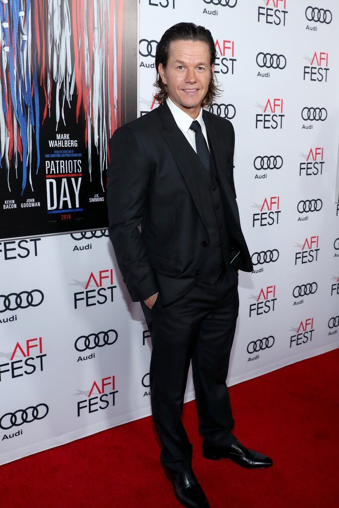 mark-wahlberg-dolce-gabbana-afifest-2016-patriots-day-movie-premiere