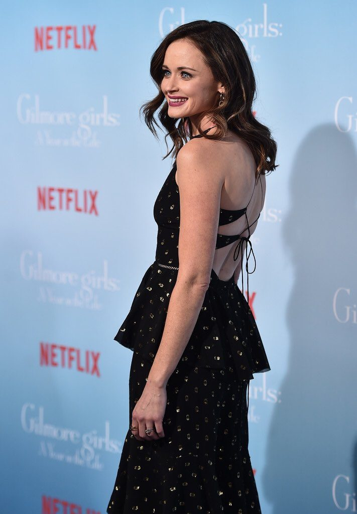 alexis-bledel-in-cynthia-rowley-at-gilmore-girls-revival-netflix-premiere