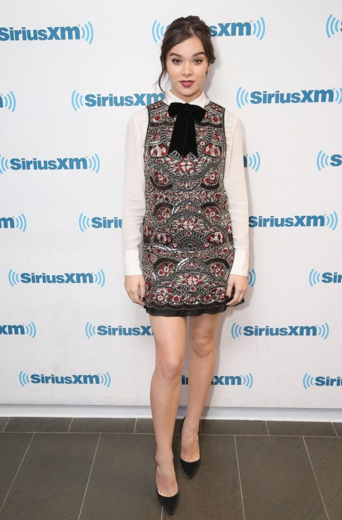 hailee-steinfeld-in-alice-and-olivia-at-sirius-xm-studios-in-new-york