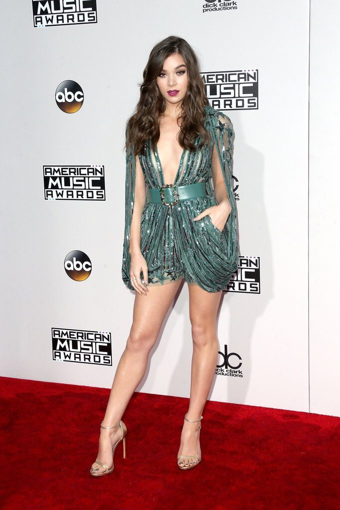 hailee-steinfeld-in-elie-saab-at-the-2016-american-music-awards