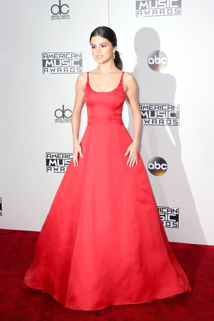 selena-gomez-2016-american-music-awards-redcarpet