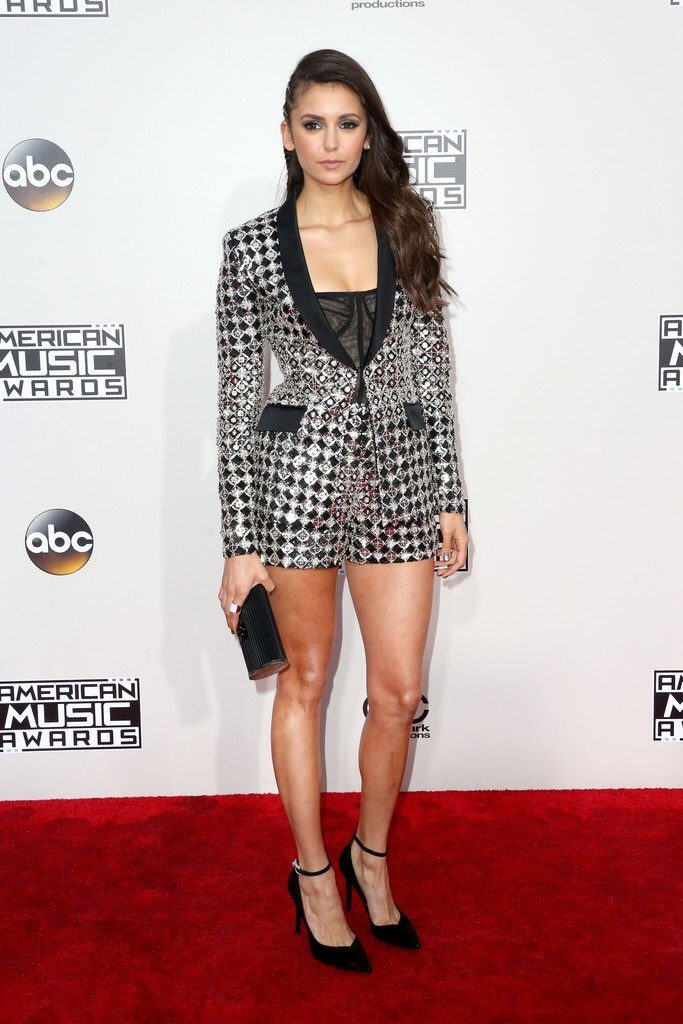 Nina- Dobrev -2016-american-music-awards-redcarpet