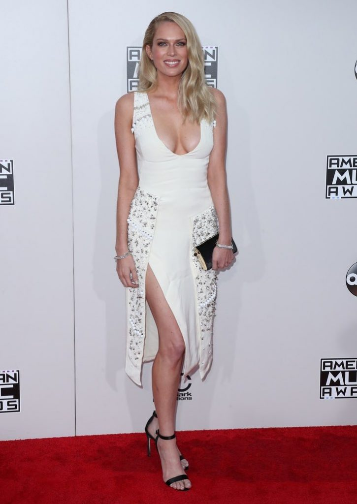 Erin -Foster- 2016-american-music-awards-redcarpet