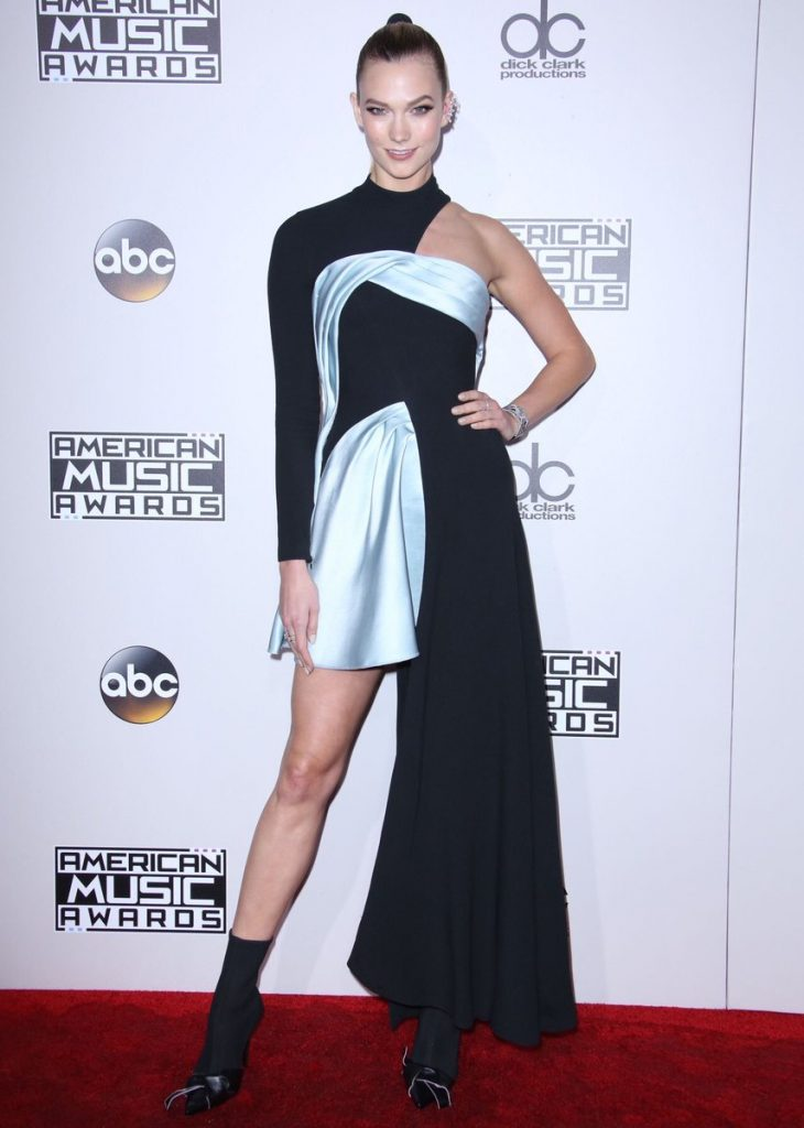 Karlie- Kloss -2016-american-music-awards-redcarpet