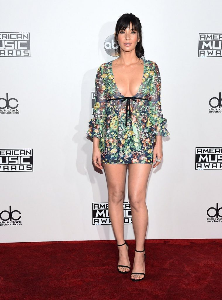 Olivia -Munn-2016-american-music-awards-redcarpet