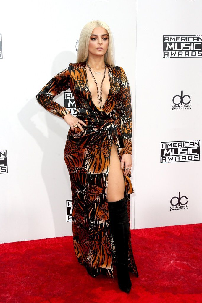 Halsey- 2016-american-music-awards-redcarpet