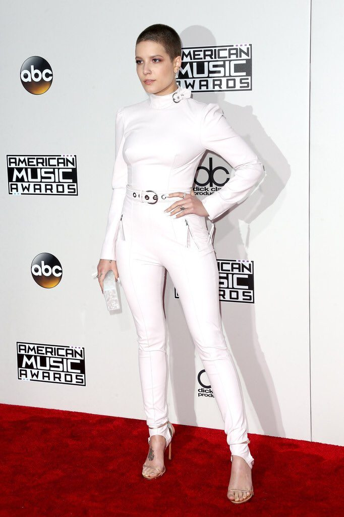 Halsey - 2016-american-music-awards-redcarpet