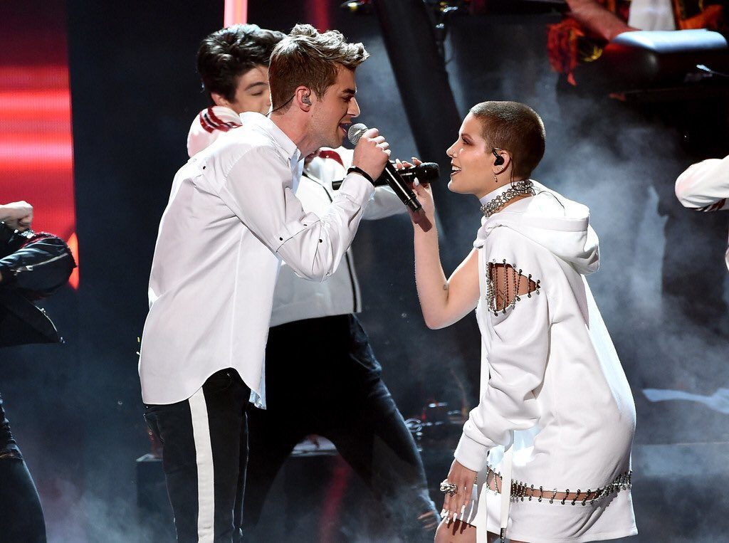 halsey-in-bryan-hearns-performing-at-the-2016-american-music-awards