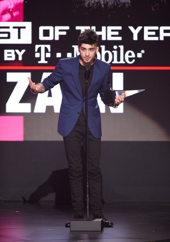 zayn-malik-in-versace-at-the-2016-american-music-awards