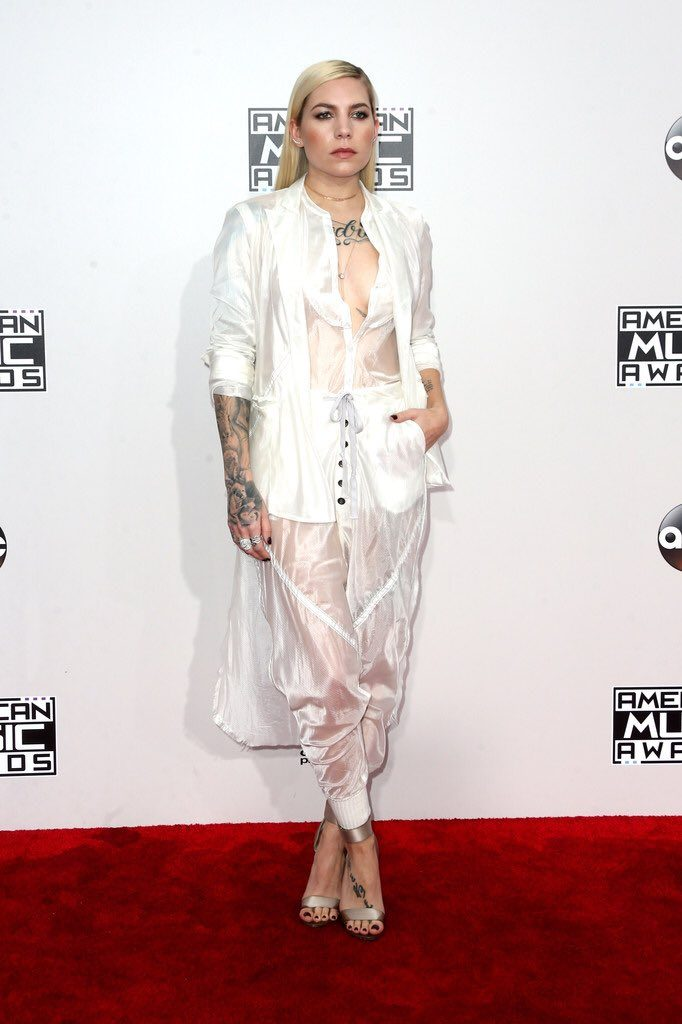 Skylar- Grey -2016-american-music-awards-redcarpet