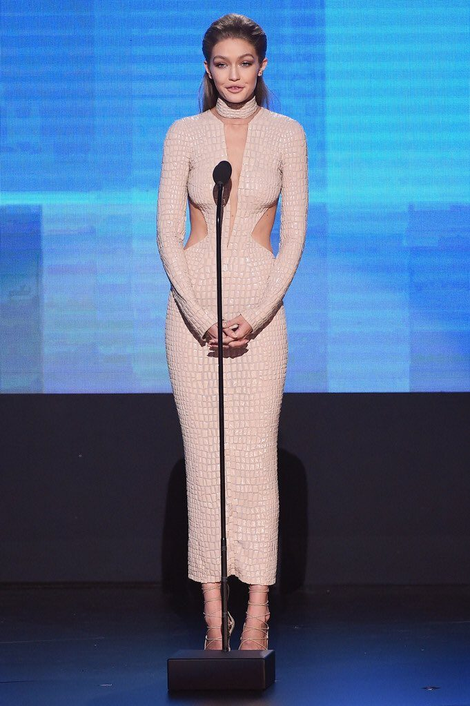 Gigi -Hadid-in-JulienMacdonald 2016-american-music-awards-