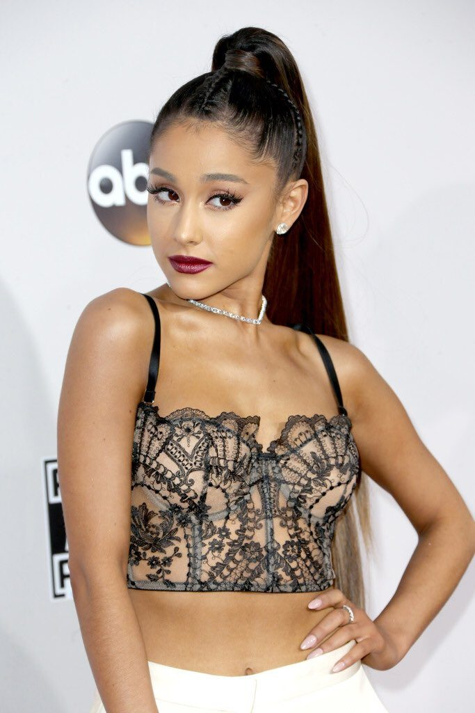 ariana-grande-in-alexander-mcqueen-at-the-2016-american-music-awards